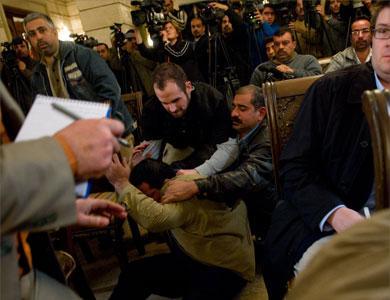 1230262305iraqi_journalist_apprehended